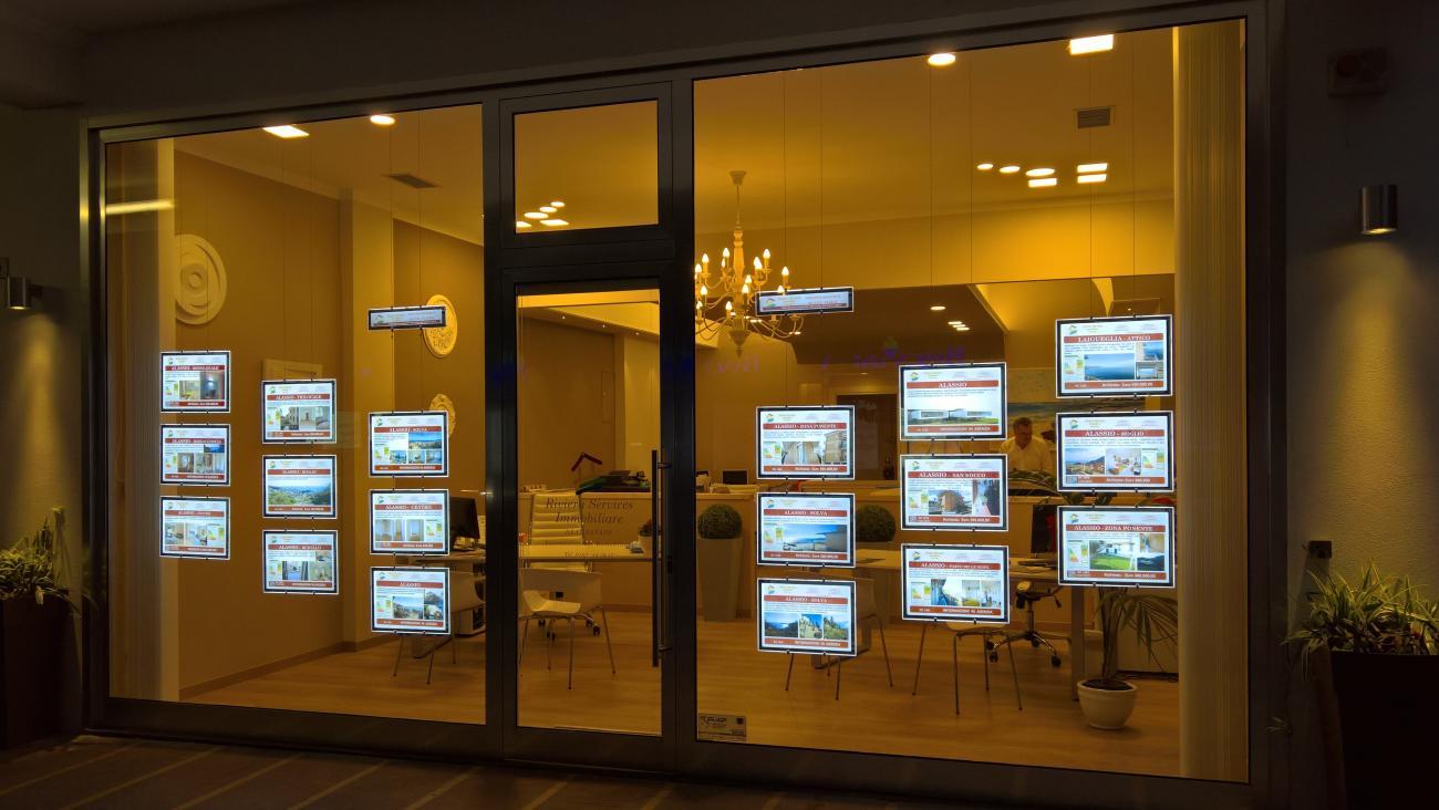 Pannelli luminosi led vetrine agenzie immobiliari - Agenzie immobiliari mendrisio ...
